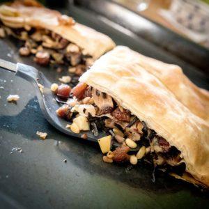 Foto einer Gabel mit Blätterteig Pastete