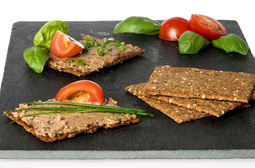 Kräuter-Kräcker mit Algenpastete