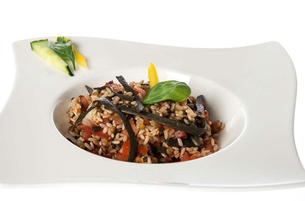Algensalat mit Reis, Linsen und Meeresspaghetti