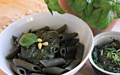 Basilikum-Pesto mit Algen und Vollkornnudeln