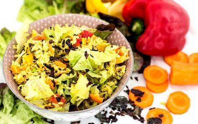 Reissalat mit Curry und Algenflocken