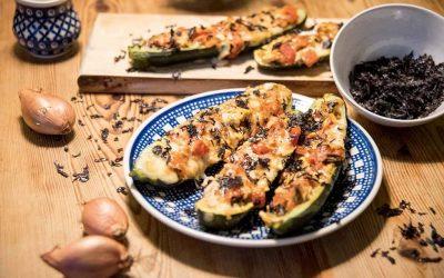 Gefüllte Zucchini mit Soja und Nori