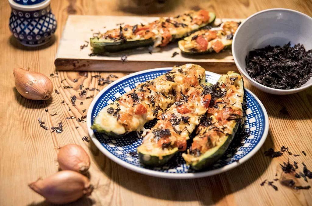 Foto gefüllter Zucchini mit Soja und Nori