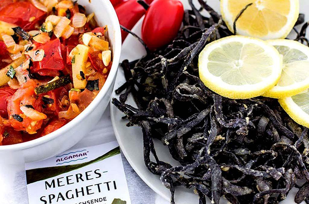 Krosse Meeresspaghetti mit Gemüsepfanne