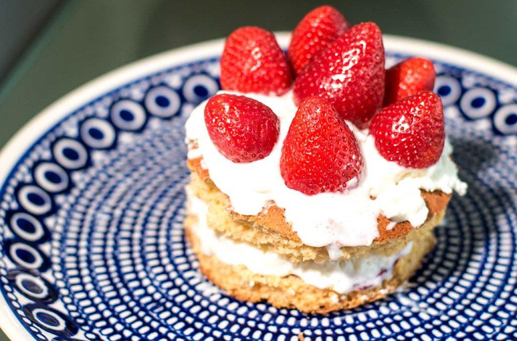 Quarktorte mit Erdbeeren, Sahne und Agar Agar