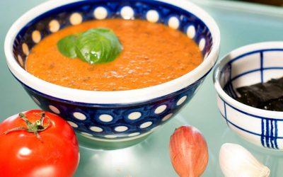 Frische Tomatensuppe mit Wakame Algen