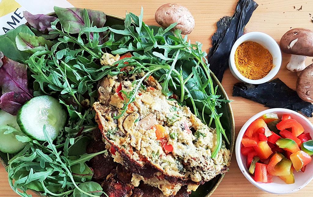 Foto Vegan omelet met wakame