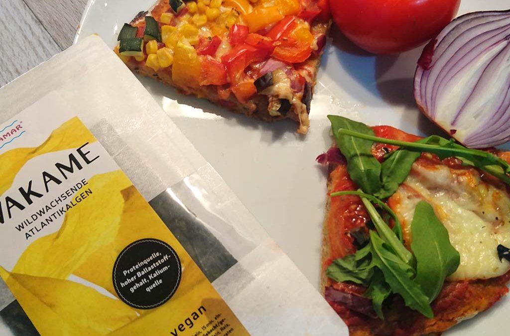 Gesunde Pizza mit Wakame Algen im Teig