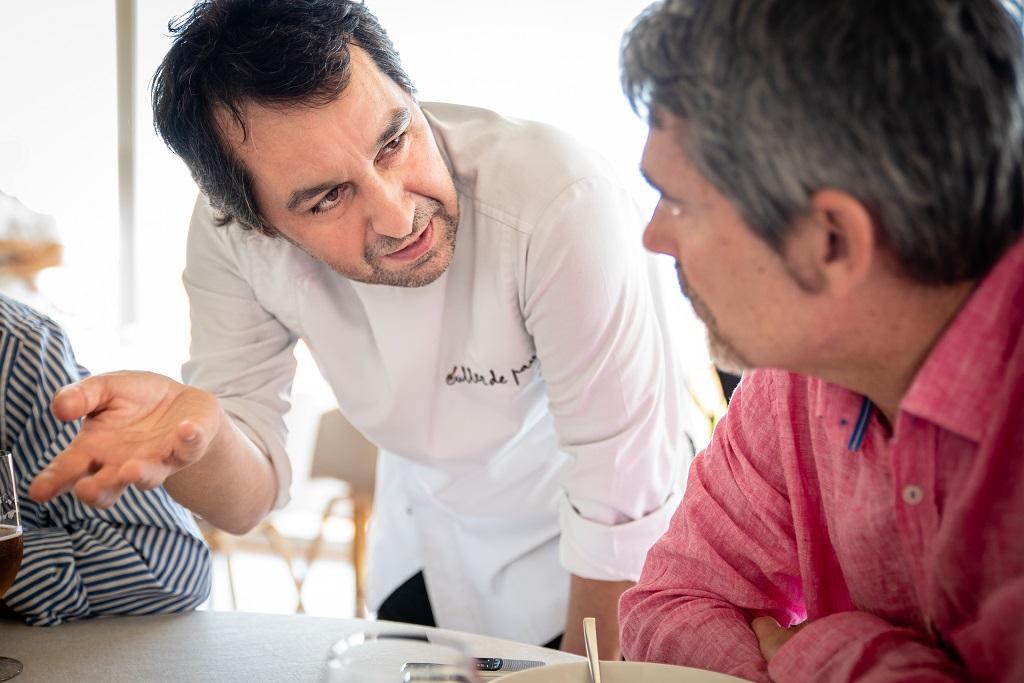 Algamar-directeur José Ordeix in gesprek met chefkok Javier Olleros
